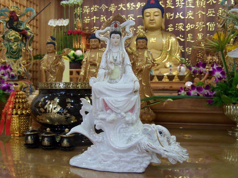 白瓷鎏金观音像.佛教佛像艺术相片集